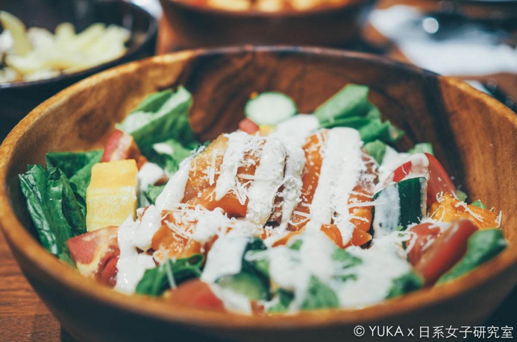 覺旅咖啡陽光店-煙燻鮭魚木碗沙拉